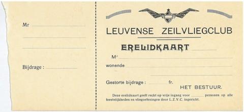 """Op de erelidkaarten noemde De Dijlezwaluw zich echter """"Leuvense Zeilvliegclub"""", afgekort L.Z.V.C."""