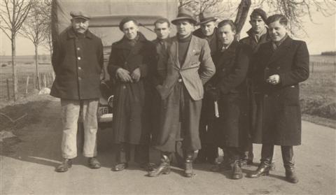 Op de groepsfoto zien we v.l.n.r. Quintens (2de), Sempels (3de), Vranckx (4de), Larmuseau (6de) en Vandermeulen (8ste). (maart 1946)