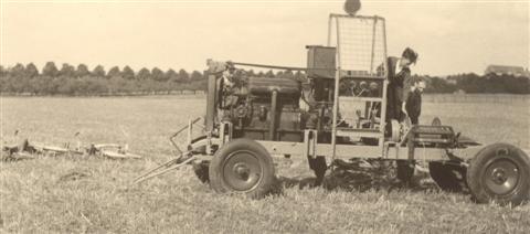 Vranckx was de normale lierman. Als hij vloog, lierden Verbeeck, Van Eylen of Sevenants. De verbinding tussen de lier en de startplaats gebeurde met een witgeverfde schijf van 40 cm doormeter. (foto 1947)