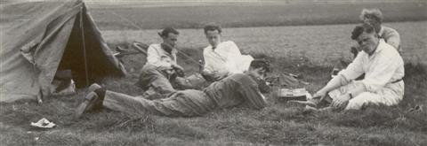 Sinksen weekend in mei: Sempels had dat weekend een tent bij om te blijven slapen. (26.05.1947)