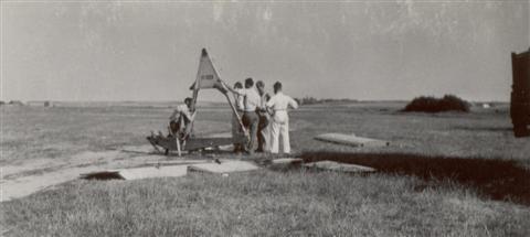 Einde van het kamp. Afbouw van de zwever. (17.08.1947)