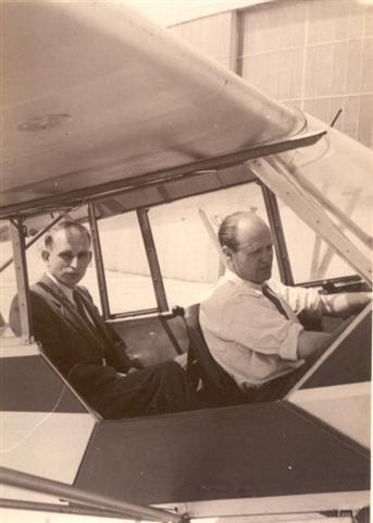 Frans Vranckx en Marcel Sempels op Piper Cub in Grimbergen