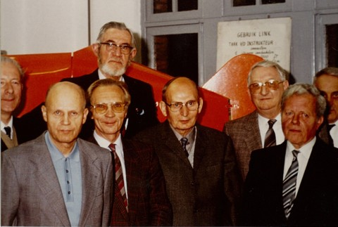 Inhuldiging Link lokaal (Home Terbank 10 mei 1988). V.l.n.r.: Jan Sevenants, Frans Vranckx, Rik Verbeeck, Marcel Sempels, Pierre Leunis, Pol Vandermeulen, Michel Ostyn; achteraan Rik De Meulder