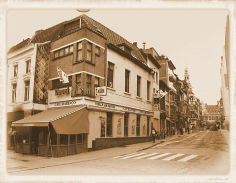 Café Marengo op de hoek van de Diestsestraat en de Vital Decosterstraat (foto: 2010)