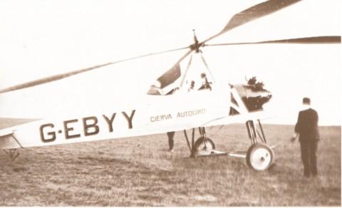 """In 1928 werd op het """"Parkplein"""" een demonstratie gegeven met een Cierva-Autogiro, een molenvliegtuig geïmmatriculeerd G-EBYY van Italiaanse makelij."""