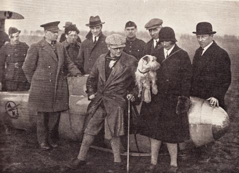 Van links naar rechts: kapitein Maurice Damblon; Jacques Ledure; Wolf Hirth; Max Vilain XIIII; Suzanne Lippens en majoor Albert Massaux (23.01.1930, op de Kesselberg te Leuven)